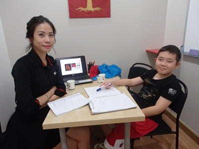 Tyron, a young learner from Korea, studies both English and Chinese