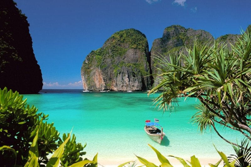 picture of a beautiful beach in Phuket, Thailand