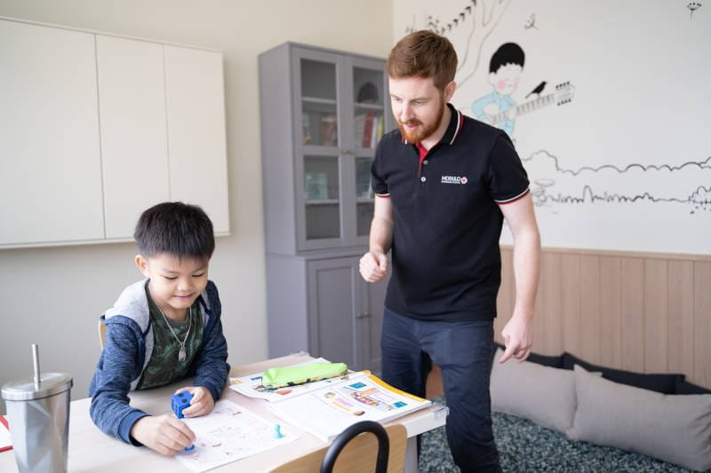 Playing games at Modulo Kids